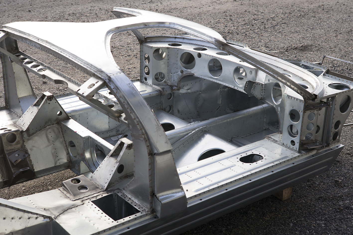 What Is Transmission >> GT40 Monocoque Chassis – Building and Racing a Legend